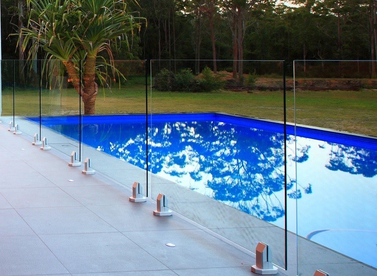 Secure Your Swimming Pool With An Attractive Glass Pool Fence